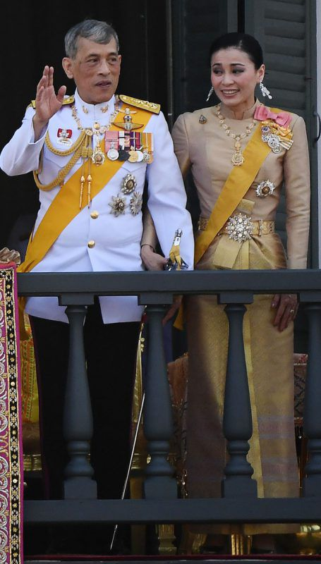 König Maha Vajiralongkorn und Königin Suthida nach der Krönung. AFP
