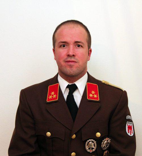 Kommandant Beck packt beim 145-Jahr-Jubiläum mit an. of Schruns
