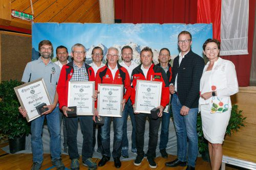 Landesrat Christian Gantner (2. von rechts) bedankte sich bei allen Aktiven für ihre engagierte Sicherheitsarbeit in den Bergen. vlk