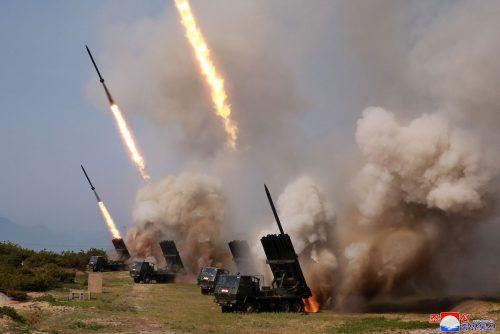 Machthaber Kim Jong-un war bei dem Test persönlich dabei. Das Foto stammt von der staatlichen Nachrichtenagentur KCNA. AFP PHOTO/KCNA VIA KNS
