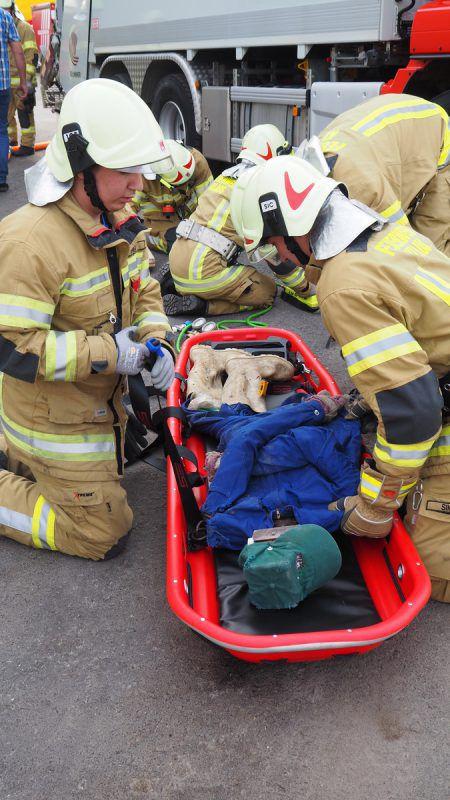 Mehrere Personen wurden in der Übungsannahme schwer verletzt.