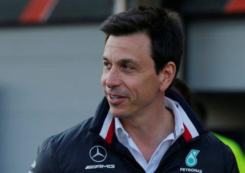 Mercedes-Teamchef Toto Wolff mahnt vor dem Barcelona-Wochenende. reuters