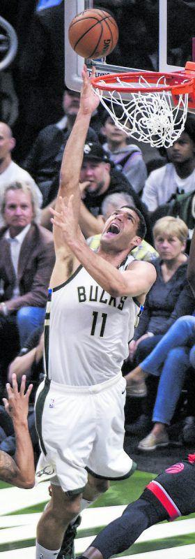 Milwaukees Brook Lopez setzte gegen die Raptors seine Größe gut ein.Ap