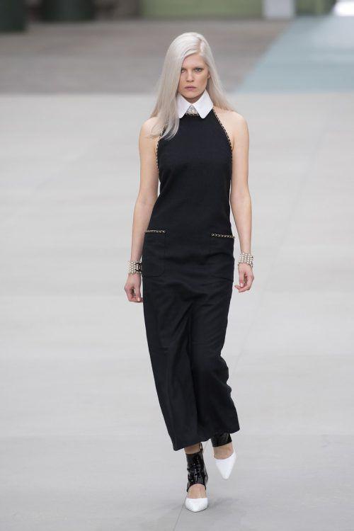 Mit diesem Kleid ehrte Virginie Viard ihren Vorgänger Karl Lagerfeld. AFP