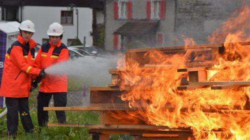 """Nach einer halben Stunde intensiver Löscharbeiten konnten die Jungfloriani """"Brand aus"""" melden. Sie bewiesen großes Können. Loacker"""