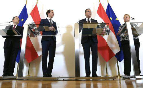 ÖVP-Klubobmann Wöginger (v.l.), Kanzler Kurz, Vizekanzler Strache und Sozialministerin Hartinger-Klein wollen das Gesetz bald in Begutachtung schicken.APA