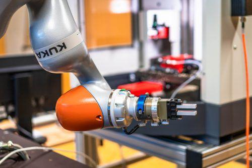 Parallel zur Forschung wird auch Ausbildung in der digitalen Fabrik groß geschrieben. Die EU fördert das Projekt. FH/Fabrizio Pritzi