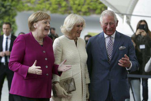 Prinz Charles und Gattin Camilla werden von der deutschen Kanzlerin Angela Merkel in Berlin begrüßt. AP
