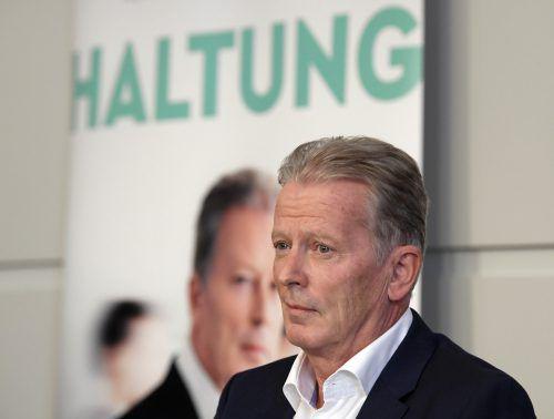 """Reinhold Mitterlehner präsentiert in Mäder sein neues Buch """"Haltung"""". APA"""