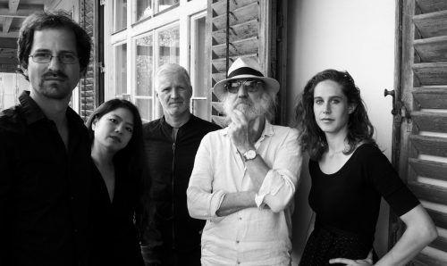Roland Neuwirth mit seiner neuen Musikerrunde – dem radio.string.quartet.neuwirth & r.s.q.