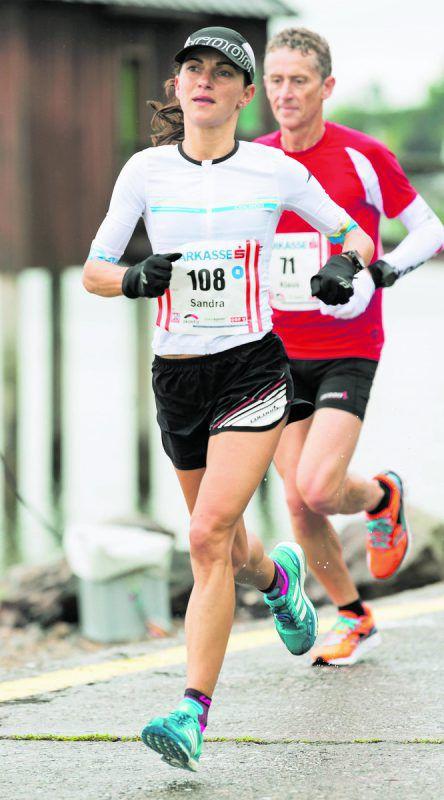 Sandra Urach legte beim Wings for Life World Run 49,19 Kilometer zurück und war damit weltweit viertschnellste Läuferin unter über 81.000 Teilnehmern.Steurer