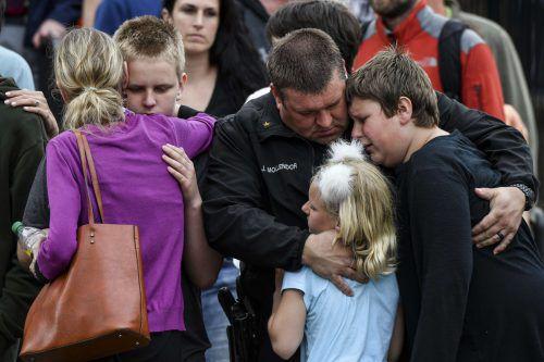 Schüler unter Schock: Die Angreifer haben in zwei Klassen um sich geschossen. AFP
