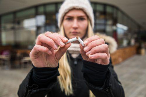 Seit dem 1. Juli 2018 gilt auf dem Areal von Schulen ein Rauchverbot.VN/Steurer
