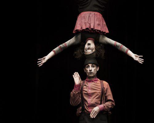 Simone Fassari und Camilla Pessi stellen im Freudenhaus ihr neues Zirkustheaterstück vor. d. agustoni
