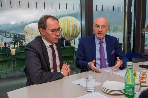 Steuer- und Wirtschaftsprüfer-Präsidenten Jürgen Reiner (l., Vbg.) und Klaus Hübner (Ö) appellieren an Politiker, den Reformkurs fortzusetzen.VN/Steuer