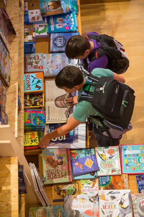 Tausende Bücher bieten sich zum Schmökern und Kaufen an. VN/Steurer