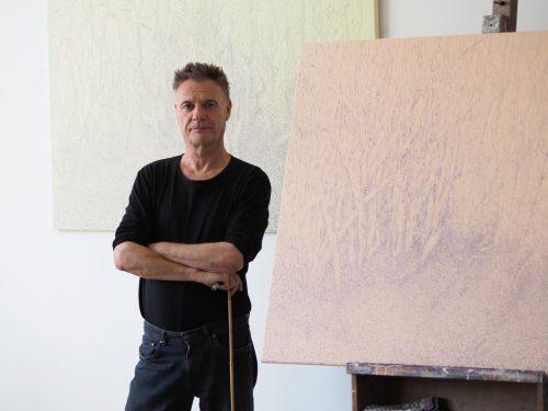 Über Üppigkeit und Vergänglichkeit –Ausstellung von Gerd Menia in Hard.