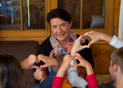 Verena Maierhofer darf sich zum Muttertag über viele Herzen von ihren Kindern freuen. vn/paulitsch