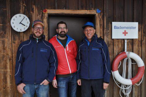 (v.l.) Bademeister Philip Bade, Betriebsleiter Alexander Fritz und Bademeister Elmar Kurz.