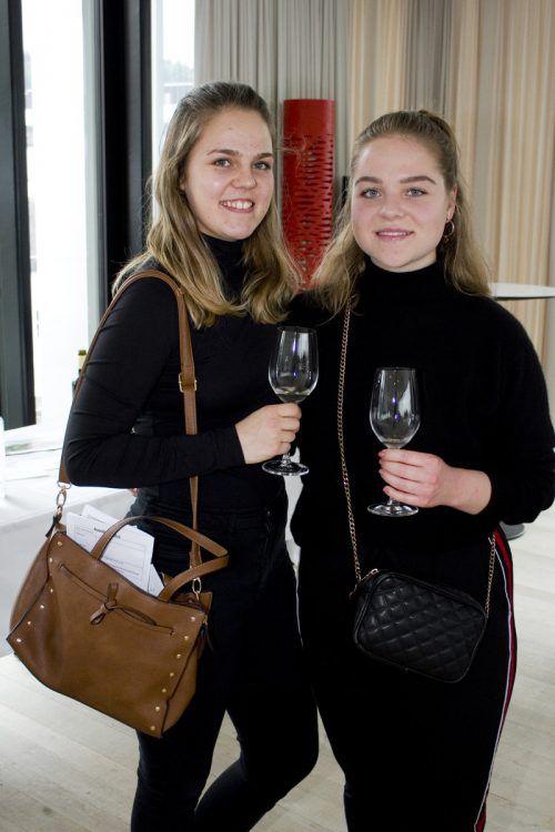 Weinliebhaberinnen: Marina Greber (l.) und Valentina Göbel.