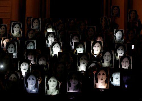 Zahlreiche Menschen erinnern mit einer Protestaktion an das Schicksal der maltesischen Journalistin Caruana Galizia.reuters