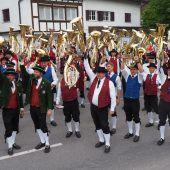 Altach fest in Musikantenhand