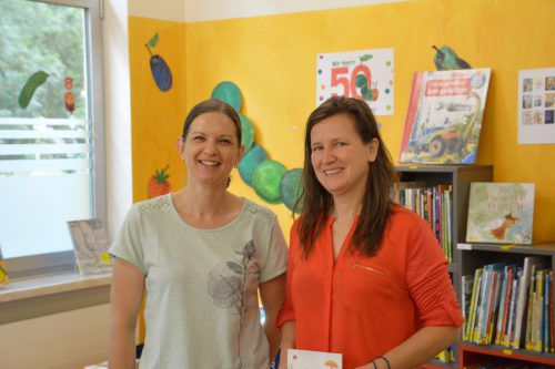 Alexandra Bereuter (Aktion Demenz) und Tamara Basile (Bücherei Altach).