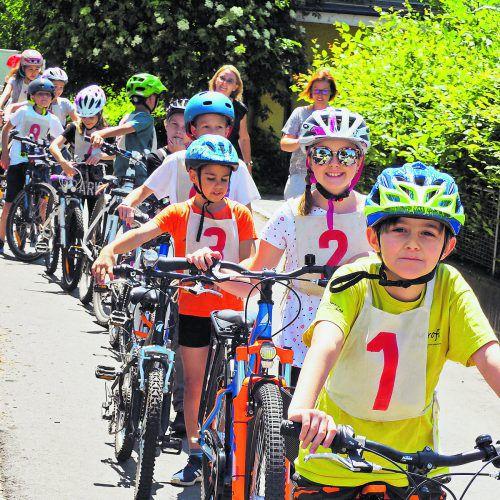 Alle Kinder erhielten nach der Prüfung den Fahrradführerschein. egle