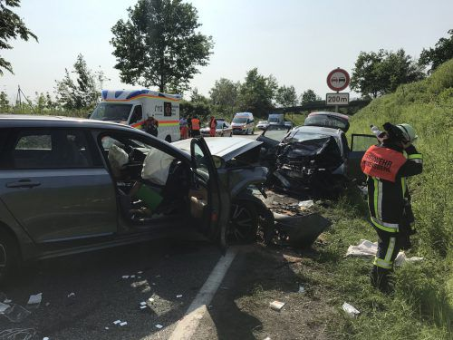 An dem Verkehrsunfall in Lindau, bei dem zwei Frauen ums Leben gekommen sind, waren insgesamt drei Fahrzeuge beteiligt.liss