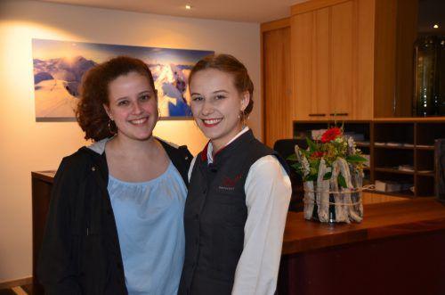 Anna-Lena und Valentina bei der Eröffnung.