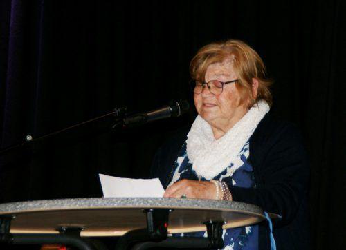 Anneliese Zerlauth aus Ludesch war eine der vortragenden Mundartautoren. Pezold