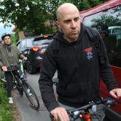 Mit Fahrrädern und Kinderwagen gegen das Verkehrschaos