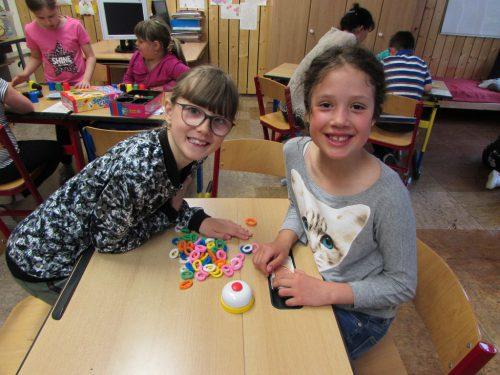 Auch Lea und Livia waren begeistert mit von der Spiele-Partie. MEK