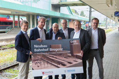 Bauherren und Architekten (v. l.): Franz Hammerschmid, Markus Linhart, Much Untertrifaller, Gerhard Schnitzer, Werner Baltram und Helmut Kuess.VN/Hartinger