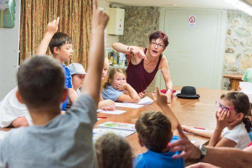 Bei Autorin Susa Hämmerle aus Höchst ging am Dienstag beim Workshop die Post ab.