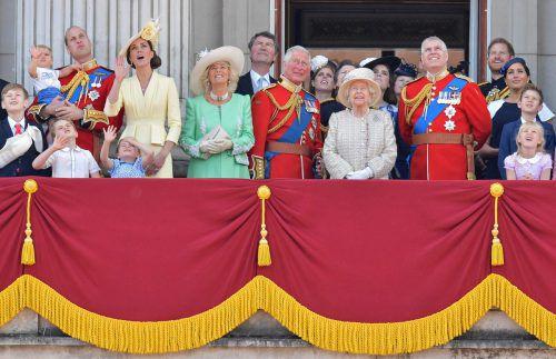 """Bei der aufwendigen Zeremonie """"Trooping the Colour"""" zeigt sich die gesamte royale Familie auf dem Balkon des Buckingham Palastes. AFP"""