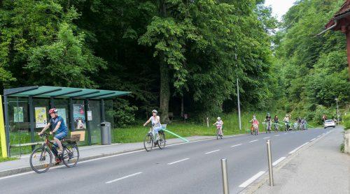 Bei einem Aktionstag wurde mit Schwimmhilfen der angemessene Sicherheitsabstand von Radfahrern zu vorbeifahrenden Fahrzeugen aufgezeigt. Radlobby