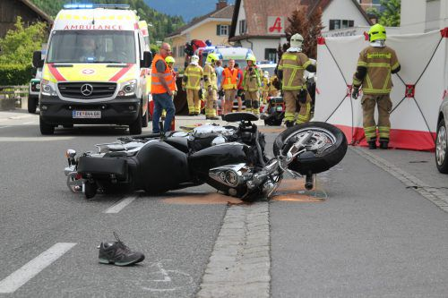 Bei einer Kollission mit einem Pkw erlitt ein Motorradfahrer am Sonntagnachmittag tödliche Verletzungen. vol.at/Rauch