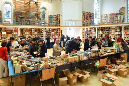 Beim Bücherflohmarkt der Vorarlberger Landesbibliothek, der im Außendepot in der Brielgasse stattfindet, sind wahre Schätze zu finden.VLB/G.Kresser