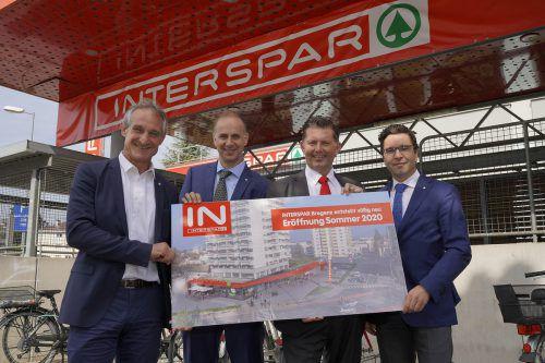 Bürgermeister Markus Linhart, Interspar-Geschäftsleiter Kurz Fleckinger, Regionaldirektor Andreas Mark und Österreich-Geschäftsführer Markus Kaser. Interspar