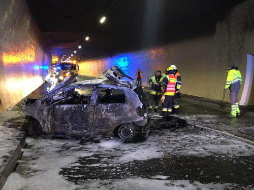 Das Auto der Deutschen brannte komplett aus. vol.at/Vlach