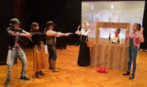 """Das Jugendtheater Rampenlichtle lädt dieses Wochenende zu den Aufführungen von """"Der wilde, wilde Westen"""" in den Lauteracher Hofsteigsaal ein.theater rampenlicht"""