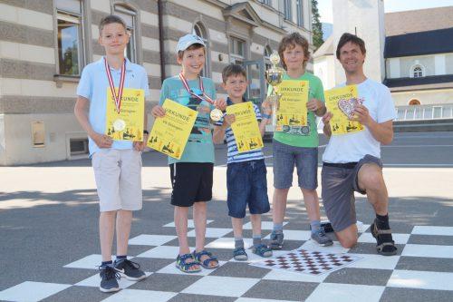 Das Schachteam der Volksschule Gisingen-Sebastianplatz glänzt mit einem dritten Rang im Bewerb der Schulmannschaften Österreichs.VS Gisingen-Sebastianplatz