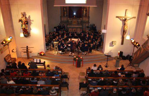 """Das """"Symphonische Schrammel-Quintett"""" konzertiert in der Kirche in Lochau. bms"""
