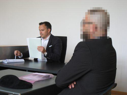 Der Beschuldigte (hier mit Verteidiger Florin Reiterer) muss ein zweites Mal vor Gericht erscheinen. eckert