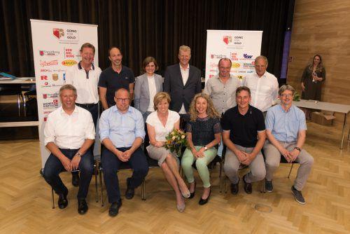 Der neue Vorstand des Skiverbandes mit zehn der elf neu gewählten Vizepräsidentinnen und Vizepräsidenten, Landesrätin Barbara Schöbi-Fink und Präsident Walter Hlebayna (hinten Mitte).stiplovsek