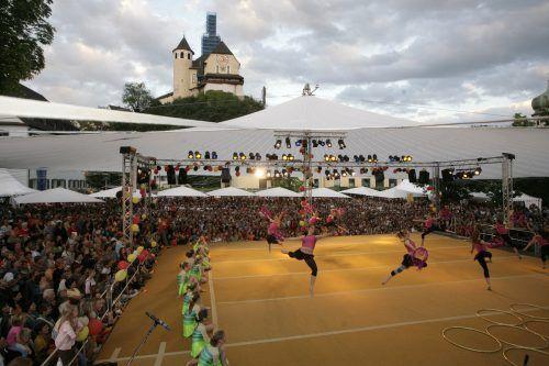 Der offene Bühnenschirm über dem Marktplatz war ein Symbol für die Offenheit dieses Festivals. Mathis