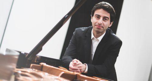 Der Pianist Yunus Kaya führt eine rege Konzerttätigkeit im In- und Ausland.yunus kaya