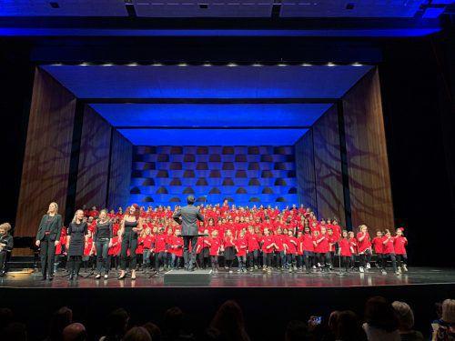 """Der Superar Chor eröffnet die """"lange Tafel"""", die Soroptimist International morgen in Bregenz veranstaltet. superar"""