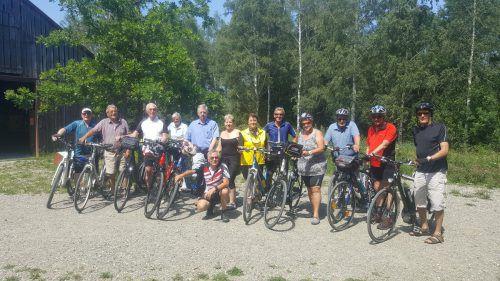 Die 13 Teilnehmer der Seniorenrunde Rankweil bei der Ausfahrt nach Oberriet. Seniorenrunde Rankweil